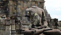 V Kambodži objevili vědci obří sochy Buddhy