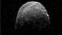 Zemi minul asteroid o velikosti letadlové lodi