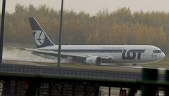 Drama ve Varšavě: Boeing přistál bez podvozku