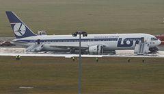 Drama ve Varšavě: boeing letící z New Yorku přistál bez podvozku