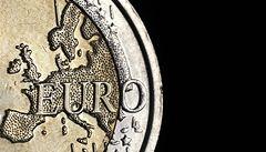 Světové trhy prudce klesají. Děsí je Francie a Řecko