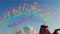 Unikátní denní ohňostroj rozlil barvy po katarské obloze