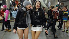OBRAZEM: Metro ovládli cestující bez kalhot