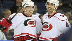 Tlustý v NHL překonal Vokouna a zpečetil výhru Caroliny