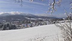 Na horách silně sněží, v nížinách stoupají hladiny řek