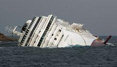 Loď Costa Concordia čeká poslední cesta. Může se rozlomit, varují ekologové