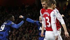 United udolali Arsenal. Hráči City rozhodli až v nastavení