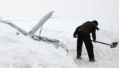 Švéd údajně přežil dva měsíce v zasněženém autě