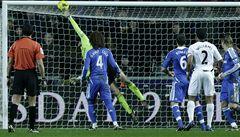 Chelsea s kapitánem Čechem uhrála s nováčkem jen bod