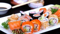 Jídlo na stojáka? Restaurace bez židlí se v Tokiu stala hitem
