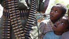 Varování OSN: Ve světě bojuje čtvrt milionu dětských vojáků