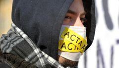 Lidé demonstrovali proti ACTA. V Praze se jich sešly dva tisíce