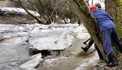 Tající sníh zvedá řeky, na severu hrozí záplavy