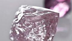 V Austrálii našli největší růžový diamant. Má 13 karátů