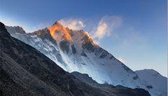 Zrádný Everest. Na nejvyšší hoře světa zemřeli dva horolezci