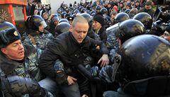 V Moskvě proti Putinovi protestovalo 10 000 lidí