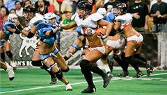 Americký fotbal žen: ve výstroji je podvazkový pás