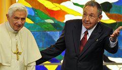 Papež se sešel s Raúlem Castrem, čeká ho Fidel
