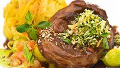 Jarní kuchyně: bylinky a mladé maso. Zkuste tři recepty
