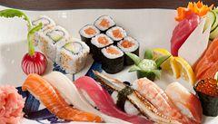 Rýže, plátek ryby a zkušené ruce. Nyní sushi vyrábí roboti