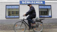 Otec drogerií Schlecker nechal firmu úmyslně zbankrotovat, tvrdí žalobci