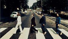 Beatles jdou opačně. Bude se dražit kuriózní fotka