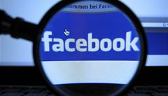 Akcií Facebooku se zbavuje další z jeho spoluzakladatelů