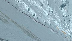 Přeplněný Everest. Fronta 600