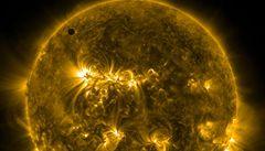 VIDEO: Deset let dlouhé pozorování. NASA vypustila fascinující video, ukazuje Slunce z nové perspektivy