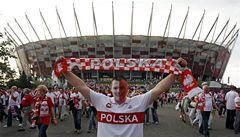 Fotbalisté se dusí. Střecha ve Varšavě se otevře