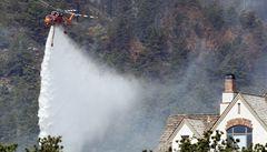 Požár v Coloradu spálil sto budov a dál se vymyká kontrole