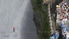 Americký provazochodec přešel Niagarské vodopády
