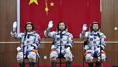 Čínská kosmická loď přistála na Zemi, po 13denní misi