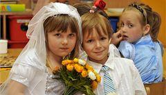 Třicítka na krku a svatba nikde? V Olomouci mají vdavky už ve školce