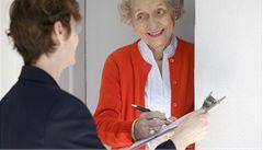 Nový trik 'šmejdů': zvou důchodce do svých firem. Zboží pak nelze vrátit