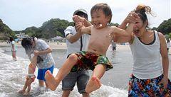 Japonsko otevřelo plavcům první pláž v blízkosti Fukušimy
