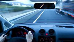 Středeční LN: Závodit a ujet. Piráti silnic nepolevují