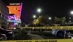 Střelec vraždil v kinosále: 12 mrtvých včetně kojence. Desítky zraněných