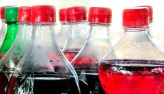 Češi šetří na nealko nápojích, pijí vodu z kohoutku