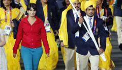 Mezi indické sportovce pronikl 'vetřelec'. Netušili, kdo je žena v červeném