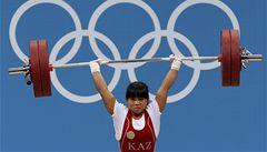 53kilová kazašská vzpěračka zvedla rekordních 131 kg a slaví zlato