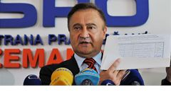 Zemanovci vyloučili senátora Drymla, kritizoval kandidátky