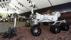 Sonda Curiosity na Marsu poprvé použila speciální kartáč