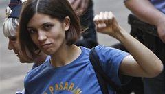 Co vám uniklo: Pussy Riot na svobodě útočí na Putina i poškozená Nagyová