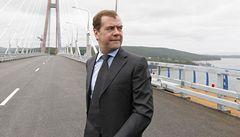 Medveděv chce trestat řidiče pokutou až půl milionu rublů