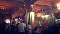 Po stopách Hemingwaye v absintových barech Barcelony