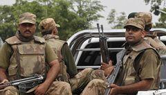 Taliban napadl leteckou základnu v Pákistánu