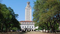 Střelec vraždil v areálu texaské univerzity, na místě zůstali mrtví a zranění