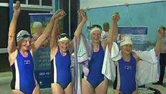Babičky trhly rekord v plavání