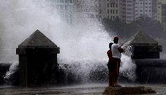 Tropické bouře se stěhují dál od rovníku, varují vědci